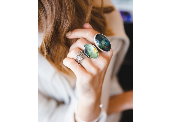 Кольцо овальное с фукситом под кварцем // серебро