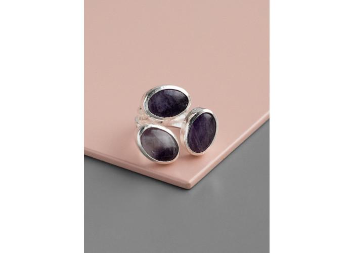 Кольцо с тремя аметистами // серебро