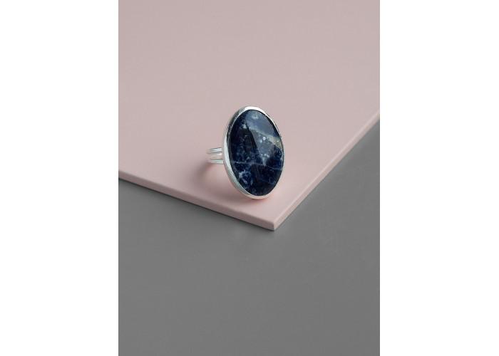 Кольцо с овальным лазуритом // серебро
