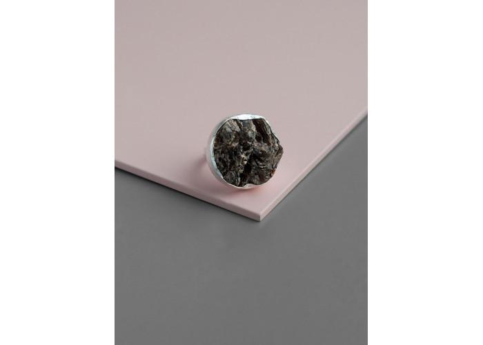 Кольцо круглое с друзой астрофиллита // серебро