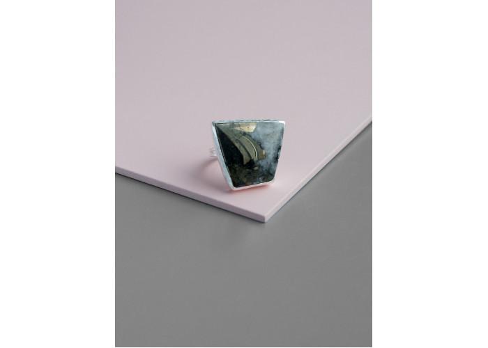 Кольцо с халькопиритом // серебро