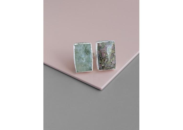 Кольцо с везувианитом и пьемонтитом // серебро