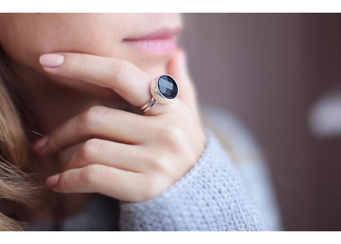 кольцо с гранёным чёрным ониксом // серебро