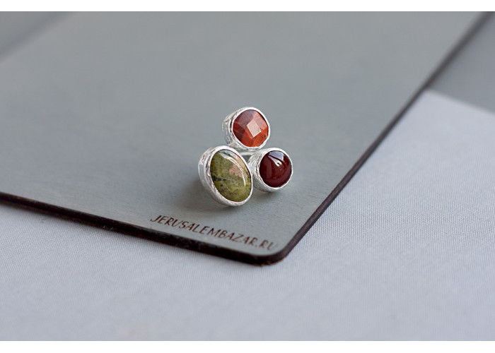 кольцо с красным агатом, унакитом и огненным агатом // серебро