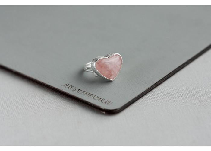 кольцо с сердечком из розового кварца // серебро