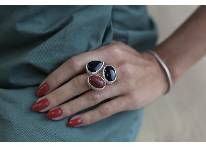кольцо с яшмой и двумя камнями агата // серебро