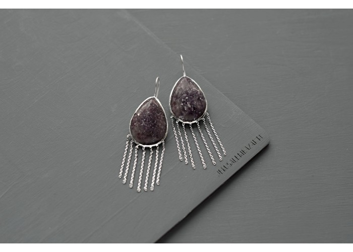 серёжки с каплей лепидолита и бахромой // серебро