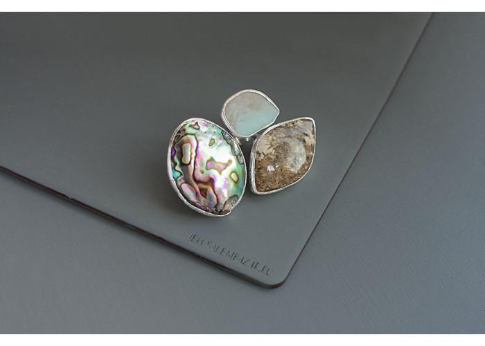 кольцо с гелиотисом, амазонитом и жильбертитом // серебро