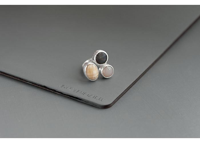кольцо с кальцитом, гранёным агатом ботсвана и серым агатом // серебро