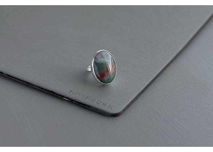 кольцо овальное с яшмой // серебро