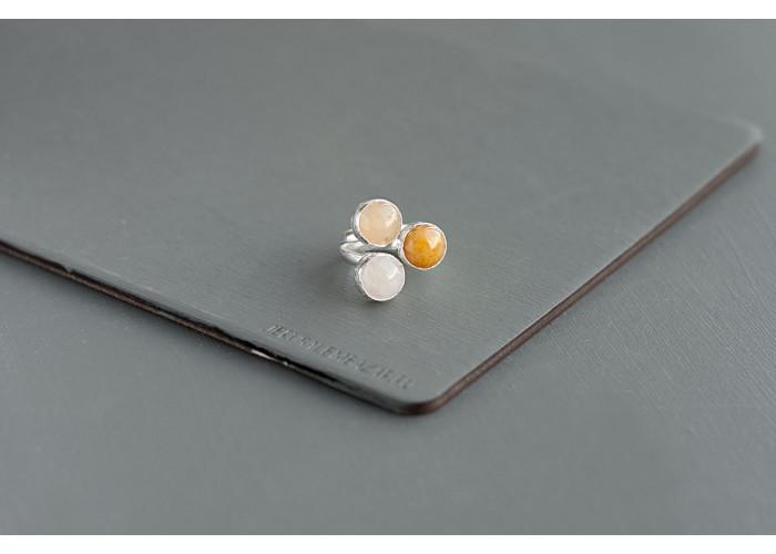 кольцо с белым, оранжевым и жёлтым жадеитом // серебро