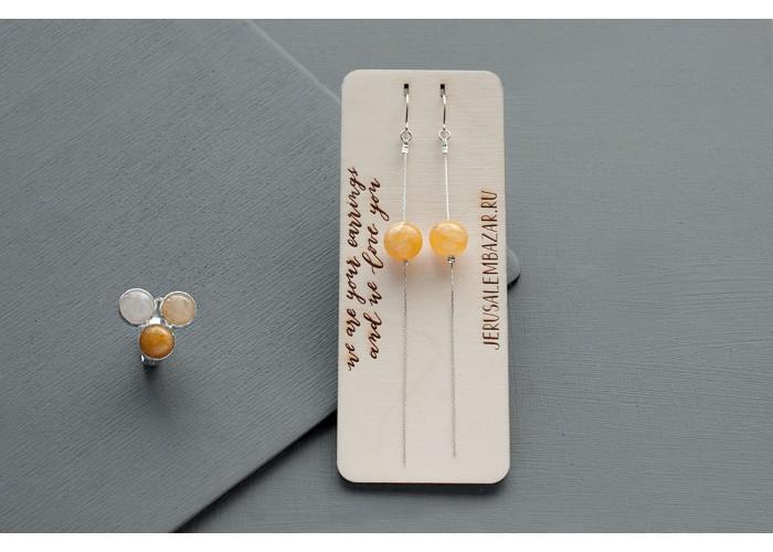 комплект: серёжки-цепочки с бусиной кальцита и кольцо с белым, оранжевым и жёлтым жадеитом // серебро