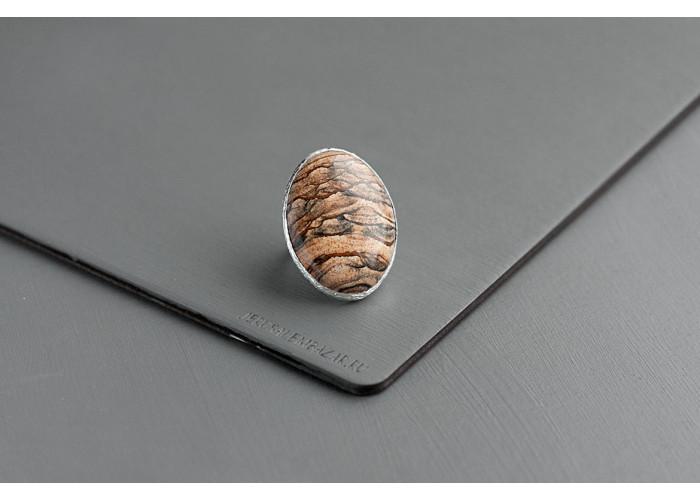 Кольцо овальное с пейзажной яшмой // серебро