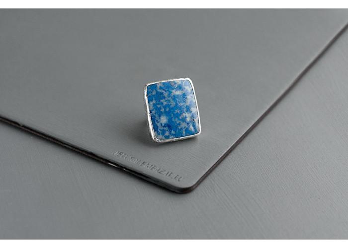 кольцо прямоугольное с лазуритом // серебро