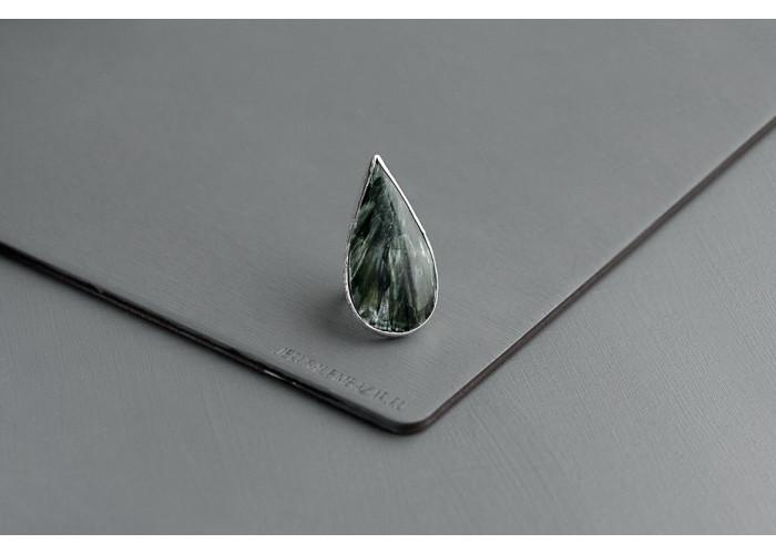 кольцо с каплей серафинита // серебро