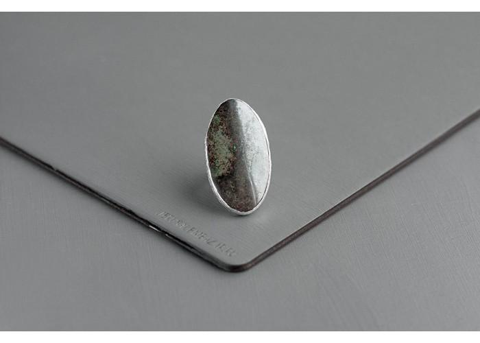 кольцо овальное с лимонитом и гематитом // серебро