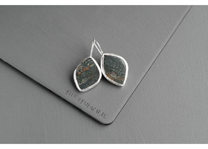 серёжки с листиком уткинита // серебро
