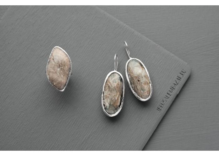 комплект: серёжки и кольцо с листиком лунного камня // серебро
