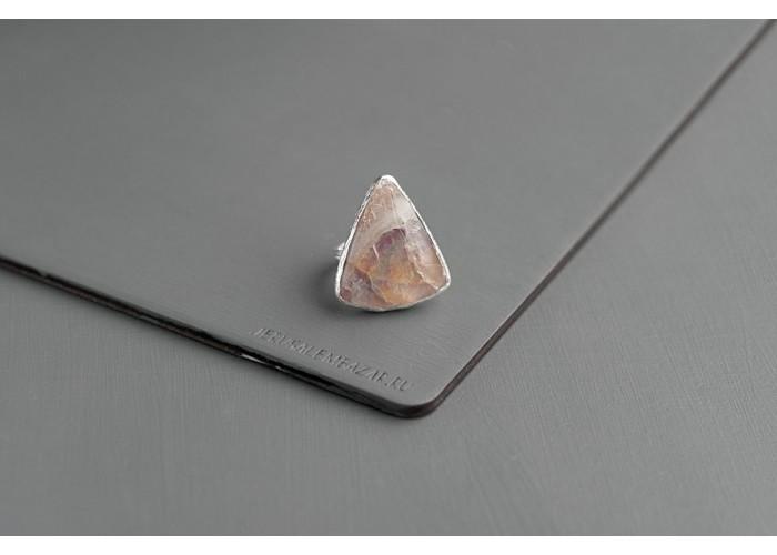 кольцо треугольное с флюоритом // серебро