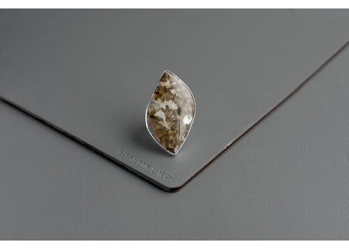 кольцо с листиком жильбертита // серебро