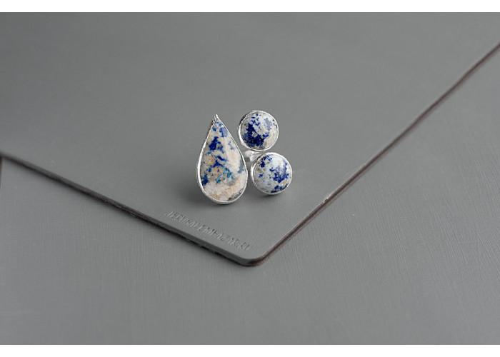 Кольцо с тремя камнями лазурита // серебро