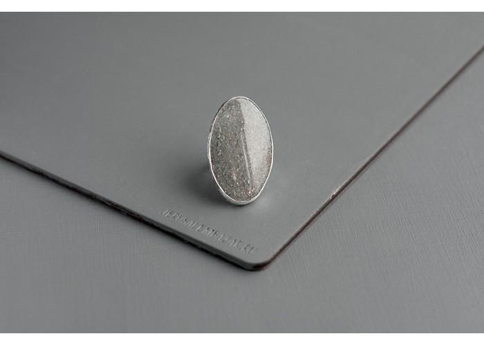 кольцо овальное с серым авантюрином // серебро