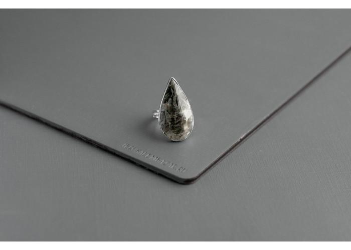 Кольцо с каплей мусковита // серебро