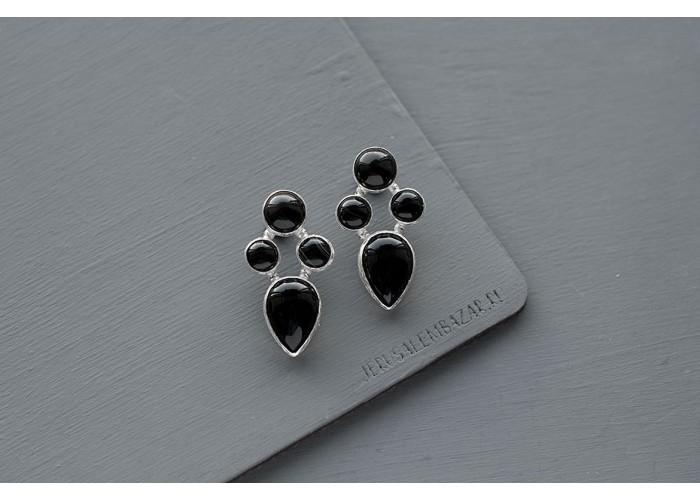 серёжки-гвоздики с чёрным агатом // серебро