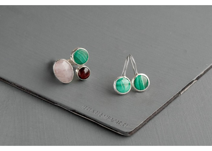 комплект: серёжки и кольцо с малахитом, бычьим глазом и розовым кварцем // серебро