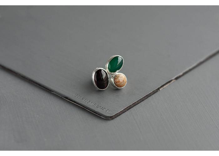 Кольцо с бычьим глазом, зелёным агатом и яшмоагатом // серебро
