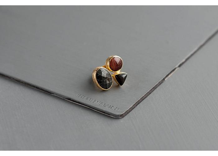 кольцо с чёрным агатом, бычьим глазом и гиперстеном // позолота