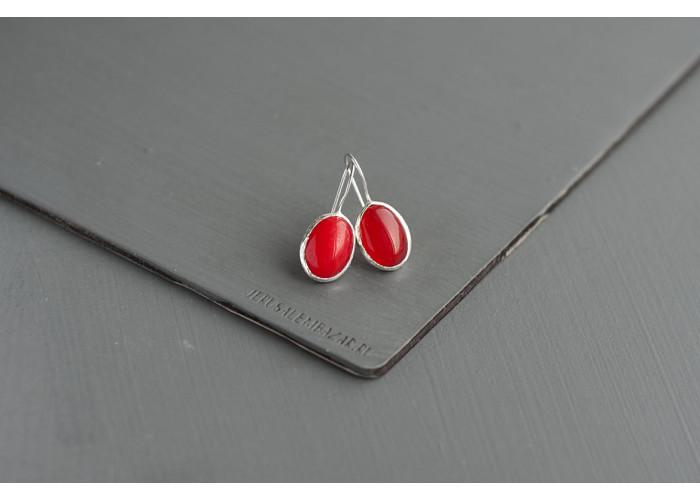 серёжки овальные с красным жадеитом // серебро