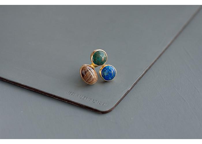 кольцо с коричневым агатом и лазуритом // позолота