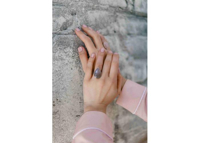 Кольцо овальное с розовым кварцем // серебро