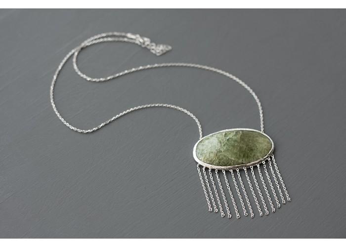 подвеска овальная с ковдорским апатитом и бахромой // серебро