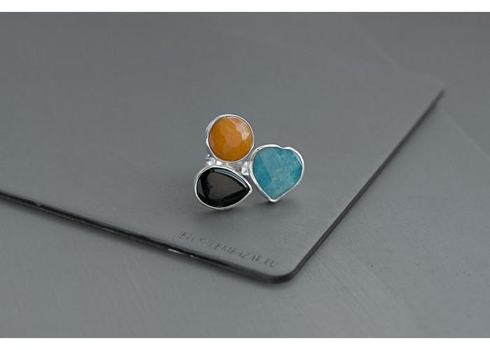 кольцо с сердечком из голубого кварца, чёрным и оранжевым агатом // серебро