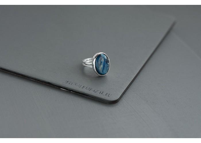кольцо овальное с кианитом // серебро