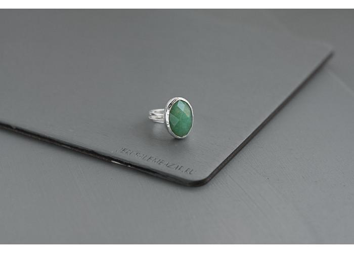 кольцо овальное с гранёным амазонитом // серебро
