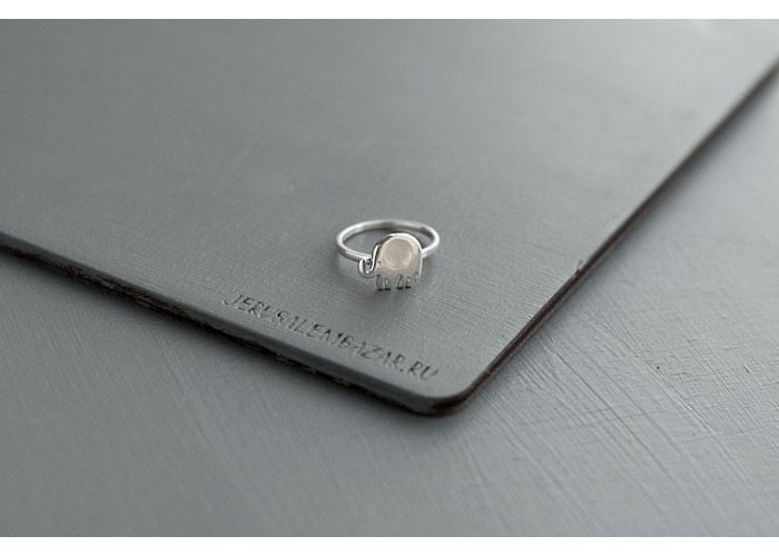 кольцо слоник с перламутром // серебро