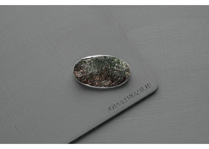 брошь овальная с необработанным астрофиллитом // серебро