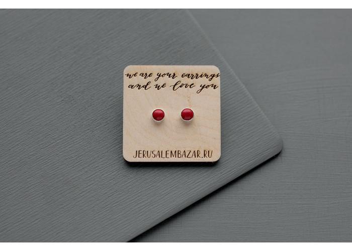 серёжки-гвоздики с маленьким красным кораллом // серебро