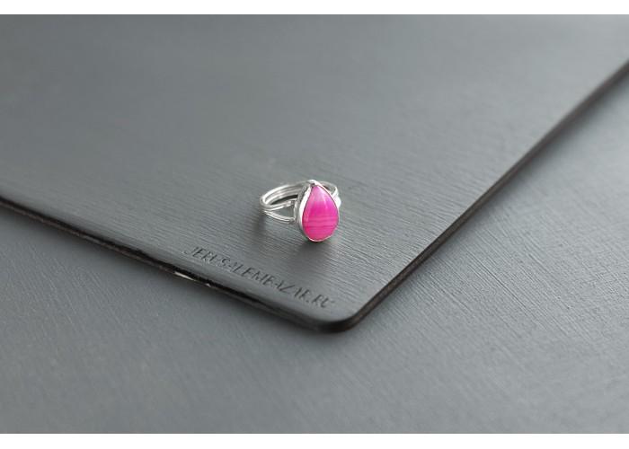кольцо с каплей агата цвета фуксии // серебро