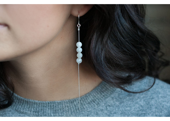 Серёжки-цепочки с бусинами беломорита // серебро