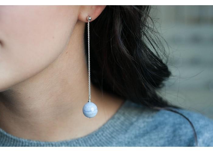 серёжки-цепочки с бусинами гранёного сапфирина // серебро