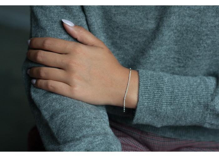 браслет с маленькими бусинками на цепочке // серебро
