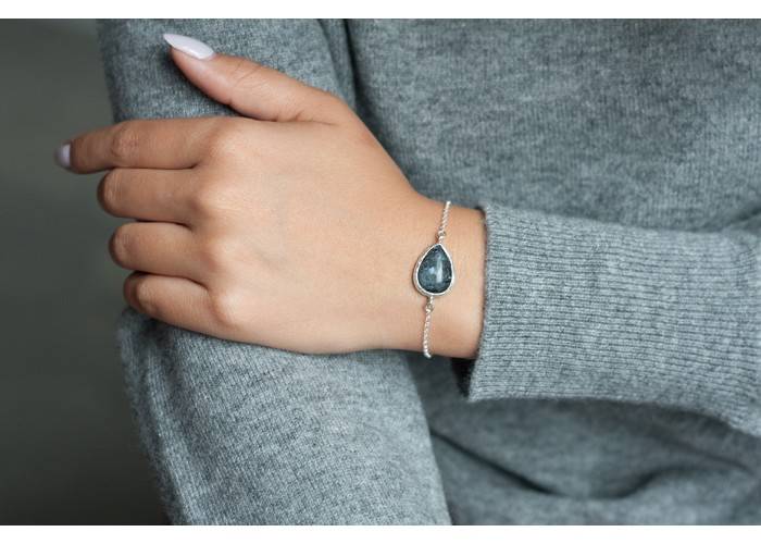 браслет с каплей ларвикита // серебро
