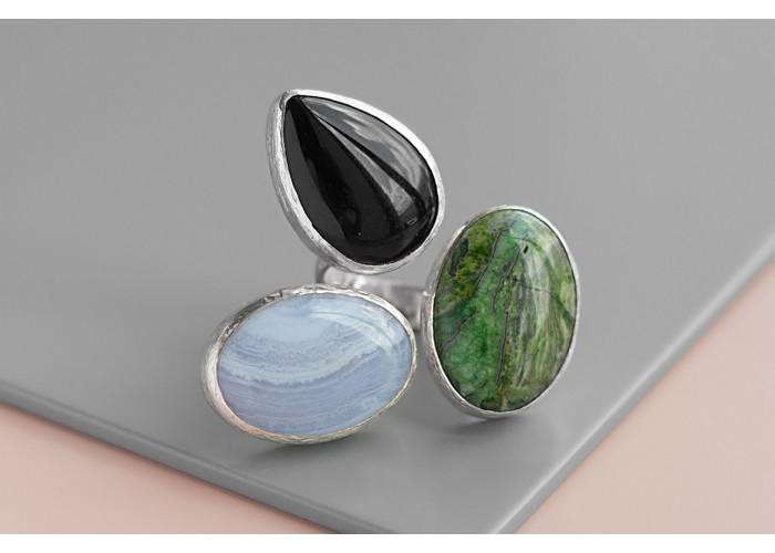 Кольцо с зелёной яшмой, сапфирином и чёрным агатом // серебро