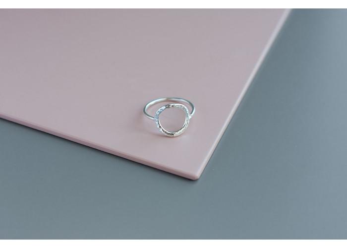 Предзаказ. Кольцо с мятым кругом // серебро
