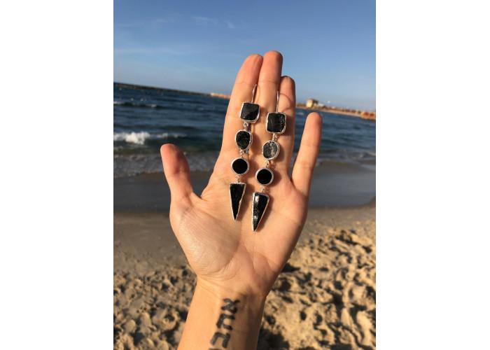 Серёжки со шпинелью и плоскими чёрными агатами // серебро