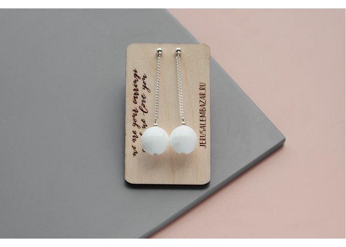 Серёжки-цепочки с бусинами из белого гранёного агата // серебро